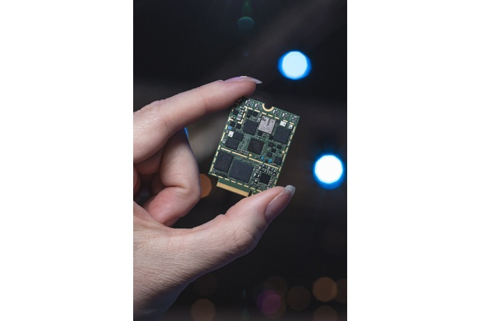 The Intel XMM 7560 Modem enables the next generation of LTE advanced devices, bringing blazing fast gigabit speeds to global customers with a single powerful SKU. Intel Corporation on Feb. 27, 2017, showcases how the pieces of the 5G puzzle -- network, cloud and client -- will come together through amazing experiences at Mobile World Congress 2017. The event, which runs from Feb. 27 to March 2 in Barcelona, Spain, focuses on the mobile communications industry. (Credit: Intel Corporation)
